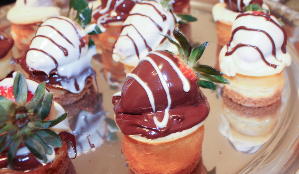 Chocolate Covered Strawberry Mini Cheesecake-7
